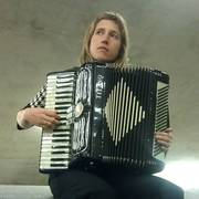 Annie Lewandowski, accordion