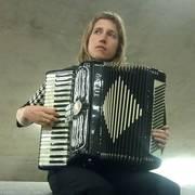 Annie Lewandowski, accordion